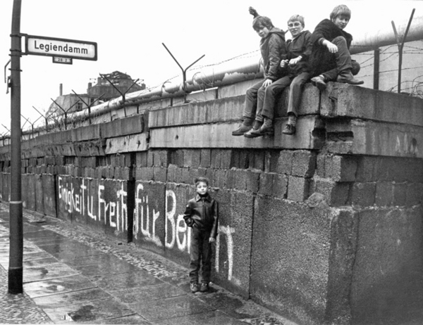 History of Berlin Wall - Chad Morrison's Cold War Website